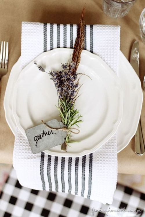 lavendar-sprigs-table-setting